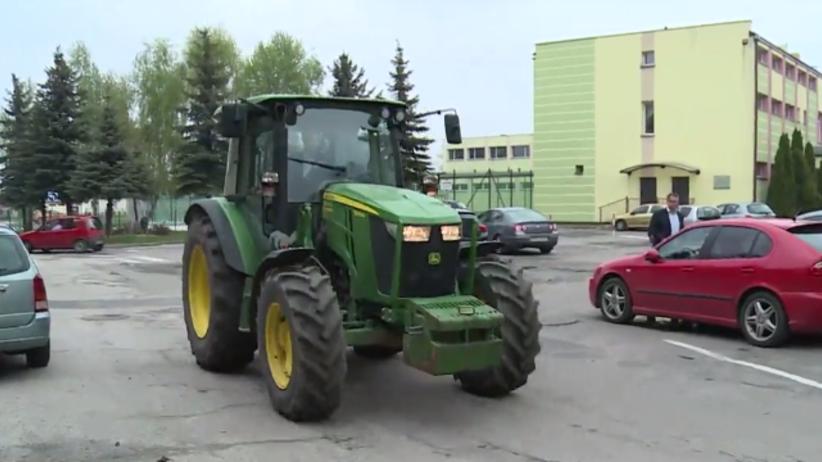 Absolutny hit! Na maturę przyjechał traktorem [FOTO]