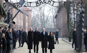 Mike Pence i Andrzej Duda oddali hołd ofiarom Auschwitz-Birkenau