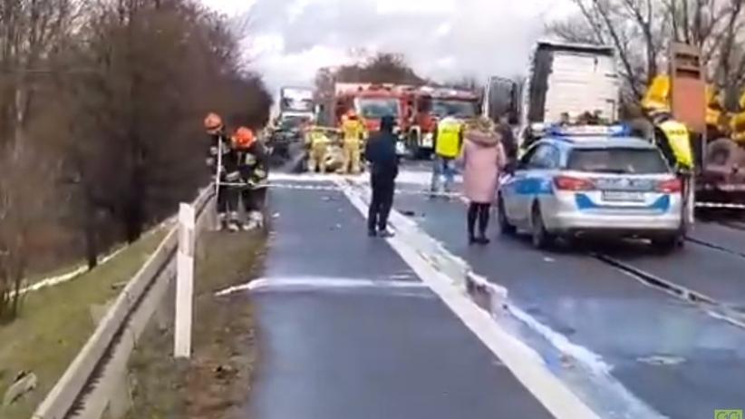 Tragiczny wypadek na krajowej 7. Auto stanęło w płomieniach. Nie żyją trzy osoby