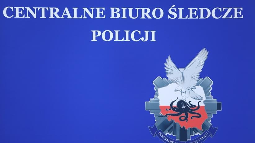 CBŚP zatrzymało komendanta policji. Miał nielegalnie produkować papierosy