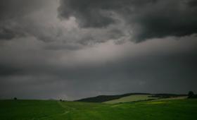 Nadchodzą silne burze z gradem. Najnowsze ostrzeżenia meteorologiczne