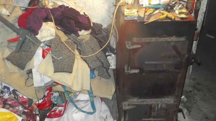 Nagła kontrola w domach mieszkańców Kartuz. Tym palili w piecach [GALERIA]