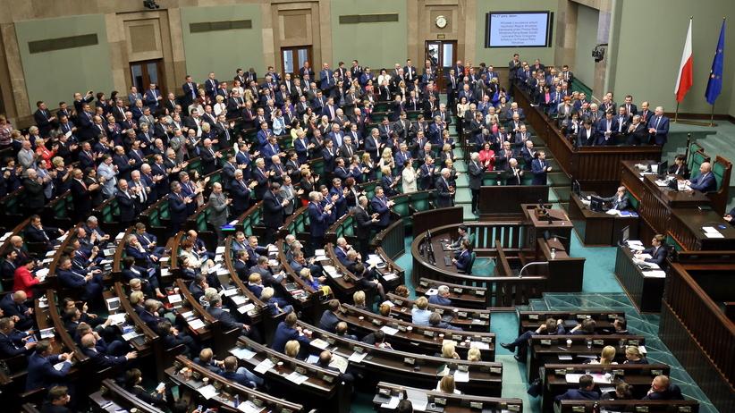 Głosowanie nad wotum nieufności dla rządu: najlepsze teksty debaty