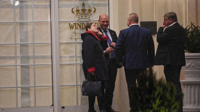 Narada PiS w Jachrance. Kaczyński do posłów: powstrzymać się od kontrowersyjnych wypowiedzi