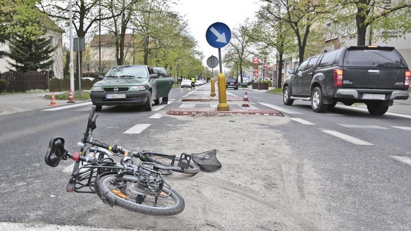 Nastolatek wjechał motorowerem pod auto