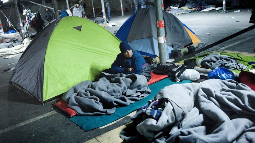 NOWY sondaż CBOS: czy Polacy chcą przyjmować uchodźców?