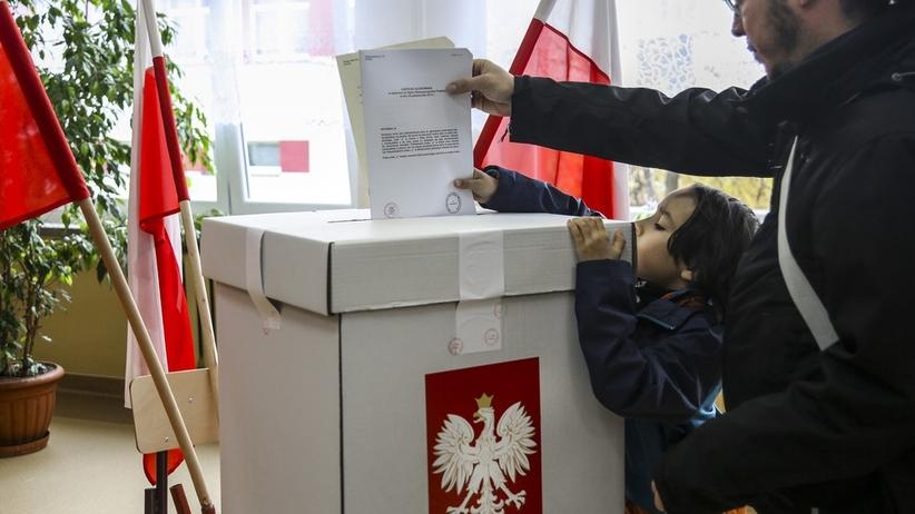 Nowy sondaż. PiS liderem, ale opozycja razem ma większe poparcie