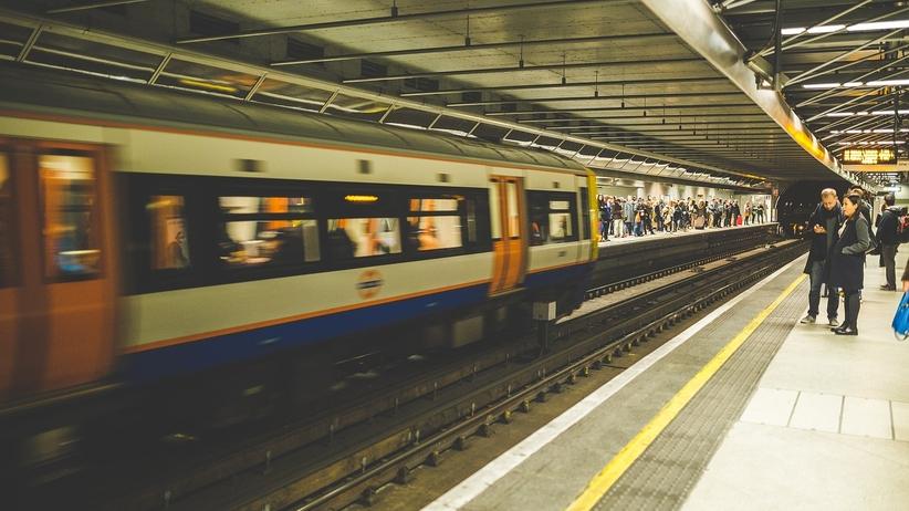 Opóźniony pociąg pokrzyżował Ci plany? Możesz żądać zwrotu pieniędzy