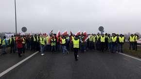 Uwaga, zablokowana A2! Ogromny korek, rolnicy protestują