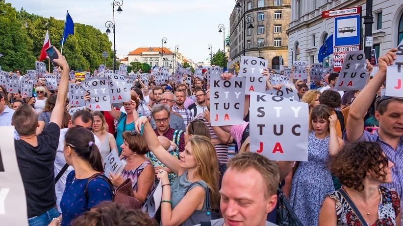 OKO.press: policja śledziła liderów protestów w lipcu 2017 roku