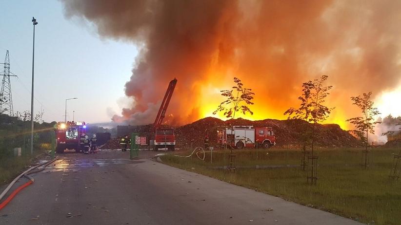 Wielki pożar w sortowni śmieci w Olsztynie [FOTO]