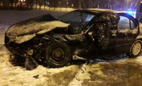 Kierowca BMW ''driftował'' na oblodzonej drodze. Krok od tragedii [WIDEO]