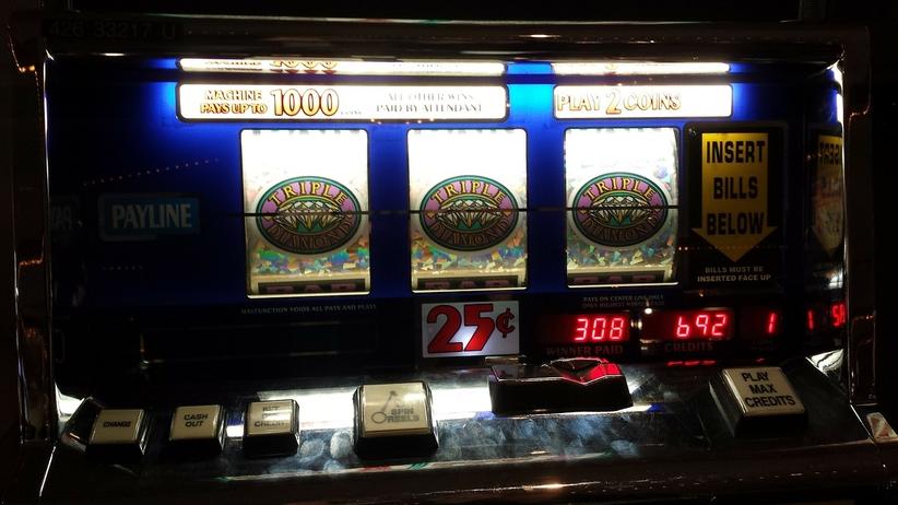 Hazardziści, otwierajcie szampana! Rząd za zwolnieniem wygranych na automatach z podatku PIT
