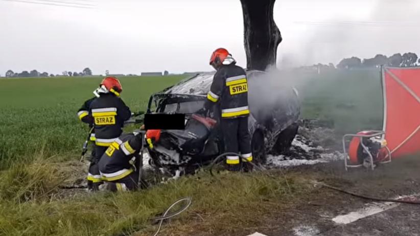 Opolskie: Tragiczny wypadek. Mężczyzna spłonął w samochodzie
