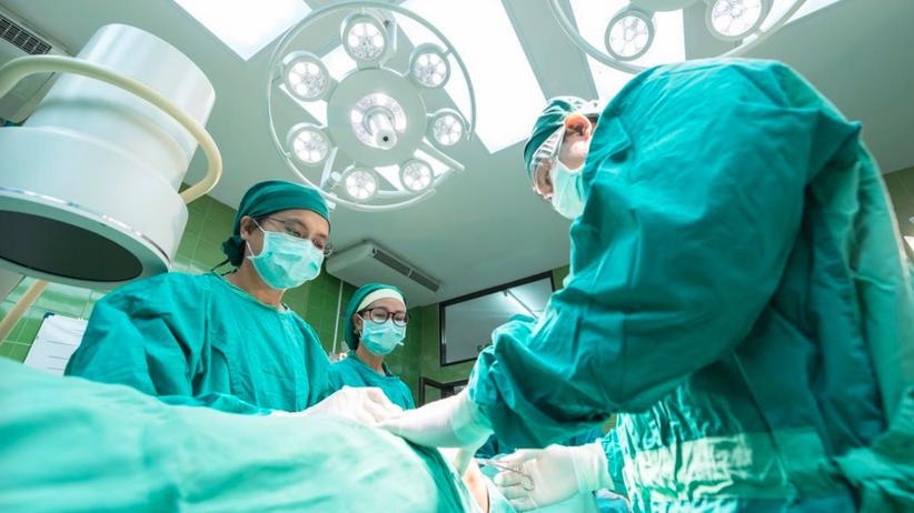 Ortopedzi z Katowic uratowali nogę pacjentowi, który czekał na amputację