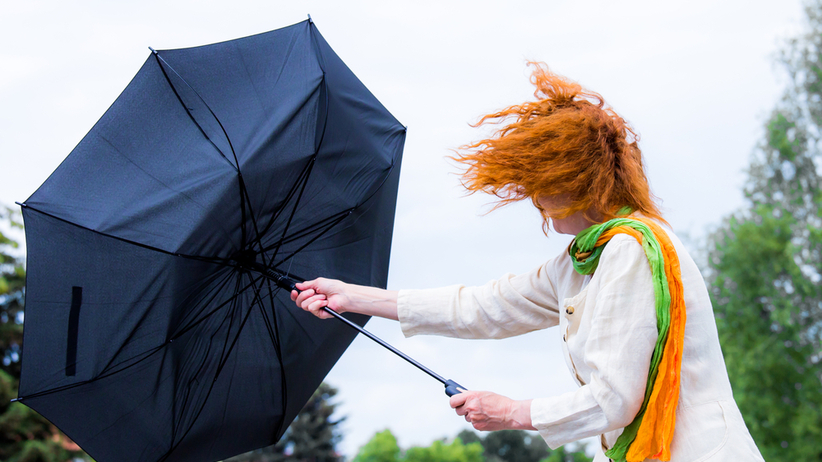 Ostrzeżenia IMGW. Silny wiatr z prędkością do 100 km/h