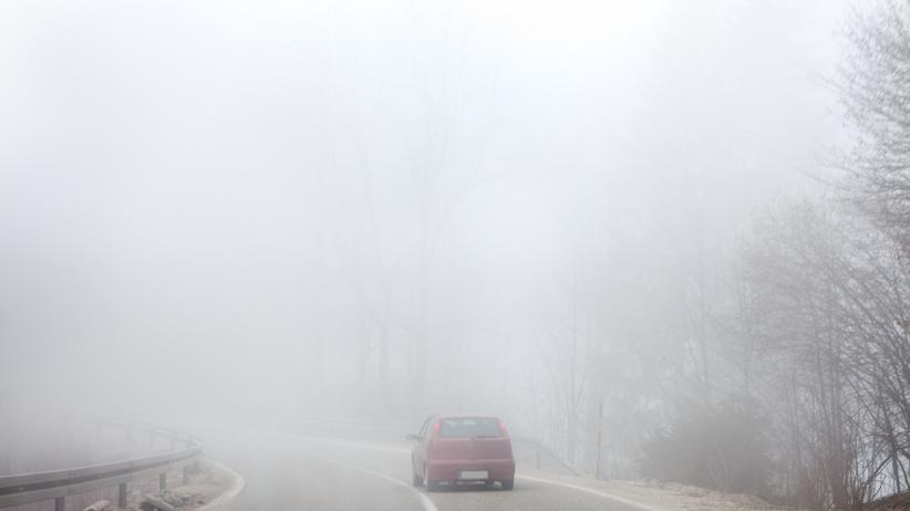 Uwaga na mgły. IMGW ostrzega cztery województwa