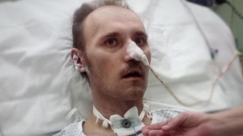 """SKANDAL w szpitalu w Pabianicach. Pacjent niedożywiony, z zakażeniem. """"I tak umrze"""" – usłyszała żona"""