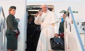 Papież Franciszek przybył na Litwę. W drodze, wysłał telegram do Andrzeja Dudy