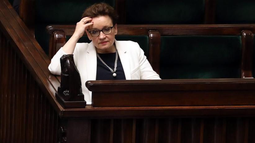 Wpłać na panią Zalewską: czy wyprowadzane z PCK pieniądze szły na kampanię PiS?