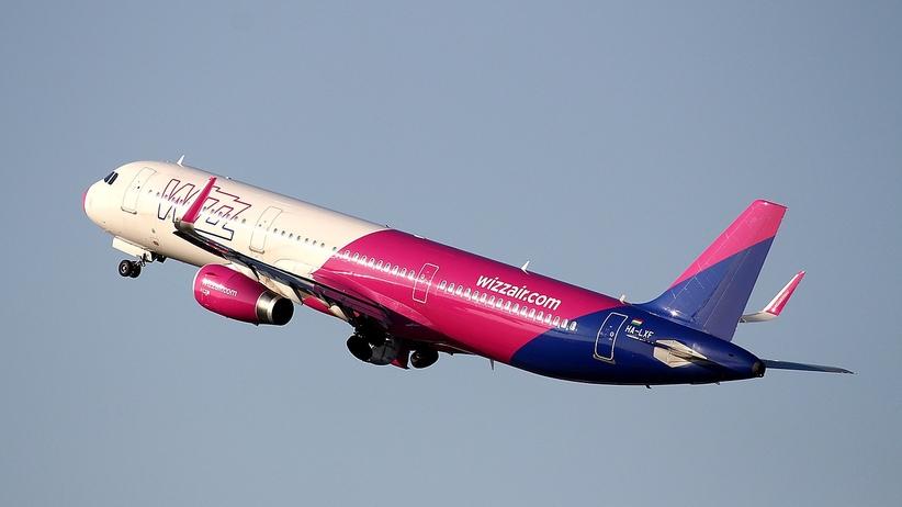 Pijany pasażer podczas lotu nad Gdańskiem próbował otworzyć drzwi w samolocie