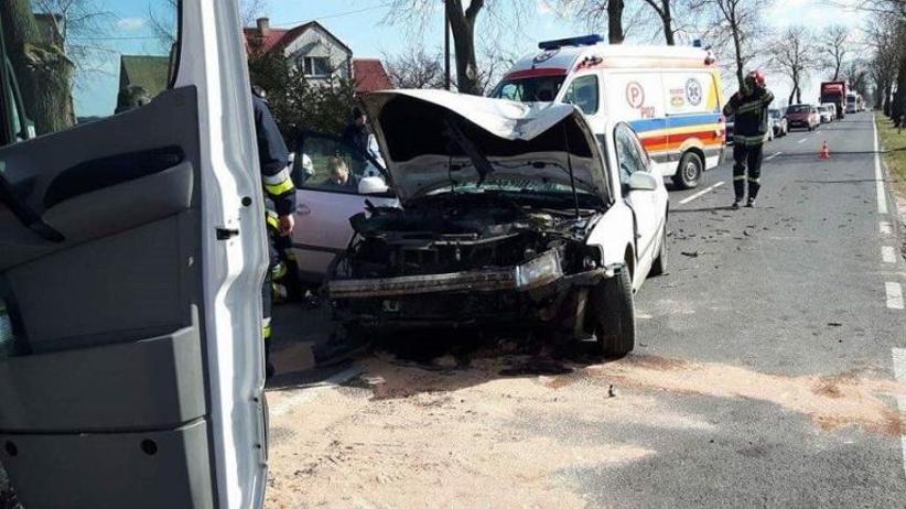 Wypadek w Wielkopolsce: pijany pasażer zaciągnął hamulec ręczny w trakcie jazdy