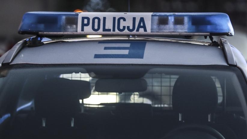 Pijany policjant prowadził auto i wpadł do rowu. Usłyszał zarzuty