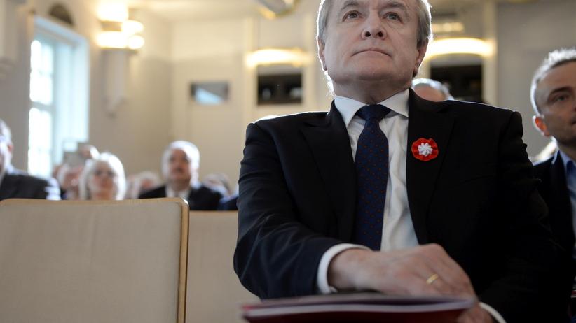 """""""Biała Europa'' i ''Raz sierpem, raz młotem'' na Marszu Niepodległości. Głos zabiera Piotr Gliński"""