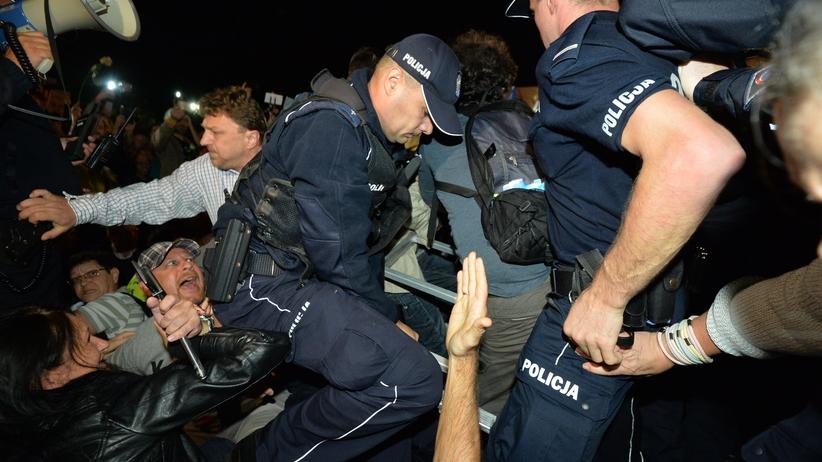 PiS za wprowadzeniem kamerek dla policjantów. Ostra odpowiedź Kukiz'15
