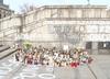Po śmierci Piotra S. zapalają znicze pod Pałacem Kultury [WIDEO]