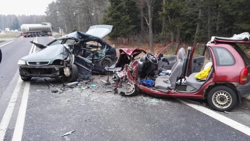 Tragiczny wypadek na drodze krajowej. W czołowym zderzeniu zginął kierowca