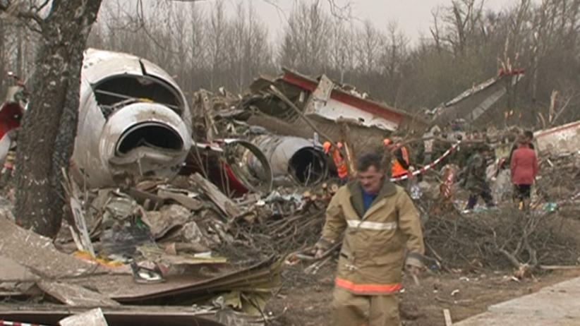 Podkomisja smoleńska: Skrzydło Tu-154 M zniszczone przez eksplozję a nie brzozę
