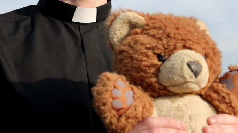 Dramat na plebanii. Ksiądz gwałcił 14-latkę