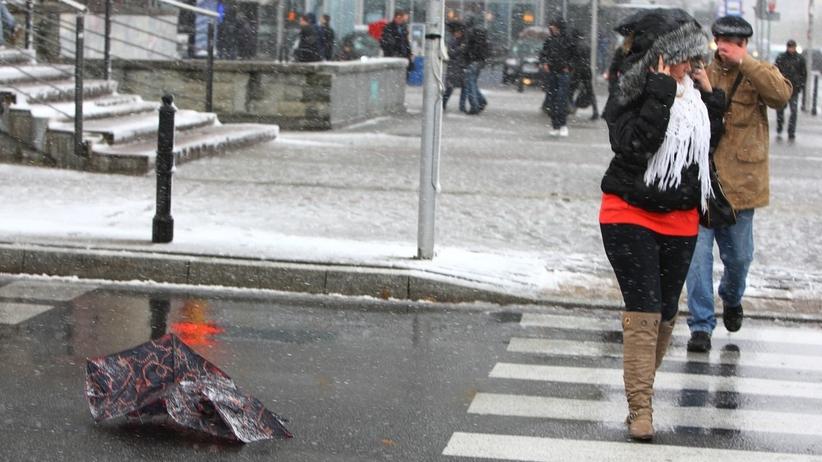 Pogoda: Opady deszczu i burze. W górach nawet 8 cm śniegu