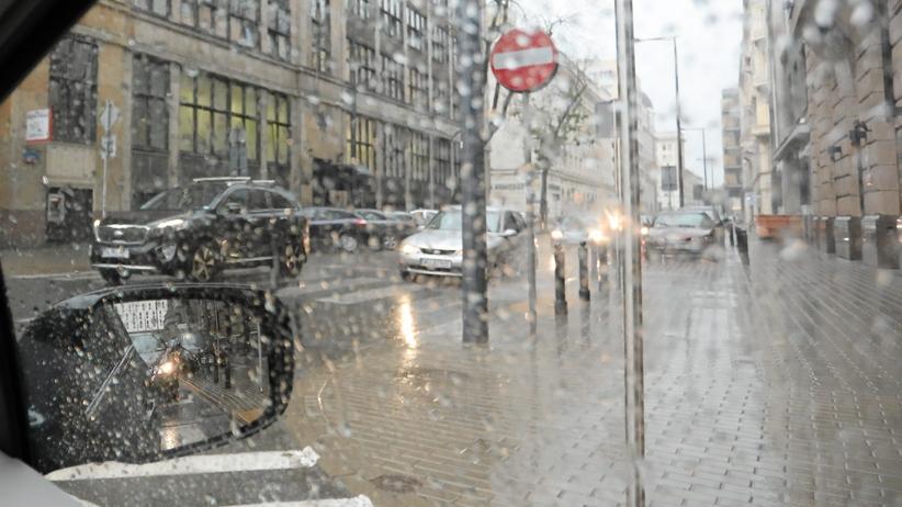 Pogoda na weekend. Dużo deszczu, burze, ale i przejaśnienia