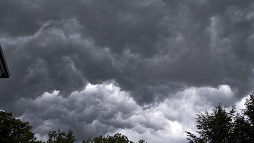 Pogoda w piątek. Burze i deszcz, będzie ciepło!
