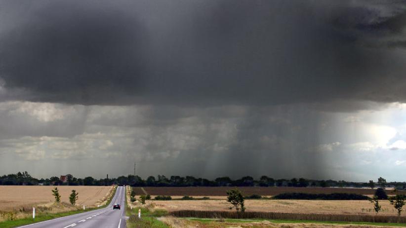 Pogoda na poniedziałek. Deszcz i burze, ale też upały