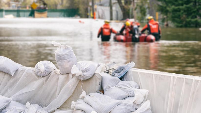 Groźba powodzi i silny wiatr. IMGW wydaje ostrzeżenia