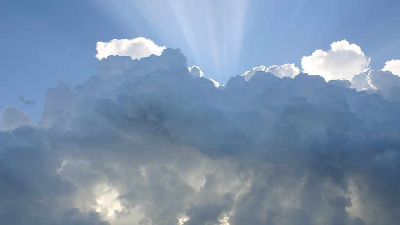 Pogoda: Spadek temperatur i przelotny deszcz. Niż Ernesto przyniesie burze