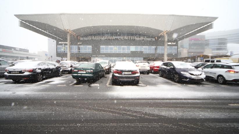 Opady śniegu i marznącego deszczu. IMGW wydaje poranne alerty [POGODA]