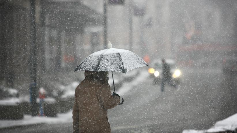 Pogoda. Opady śniegu i porywisty wiatr