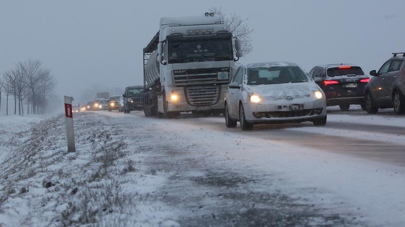 Pogoda: atak zimy w weekend. Mróz, śnieg, utrudnienia na drogach