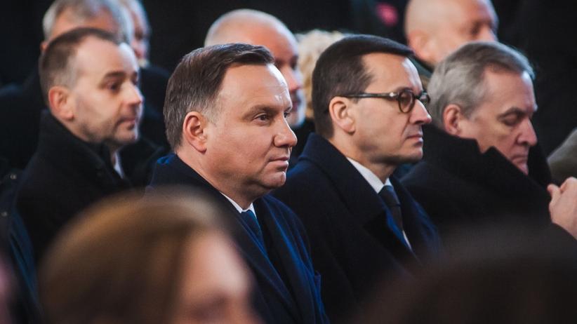 Andrzej Duda w piątym rzędzie na pogrzebie Pawła Adamowicza