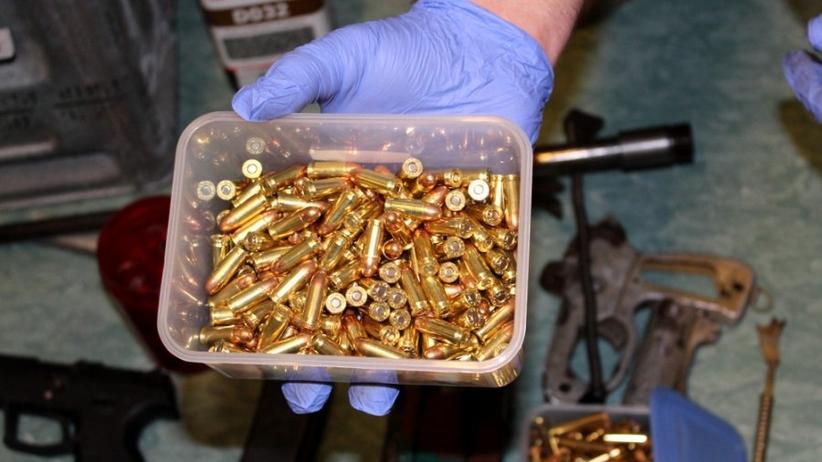 Policja: zabezpieczono broń granaty i amunicję [GALERIA]