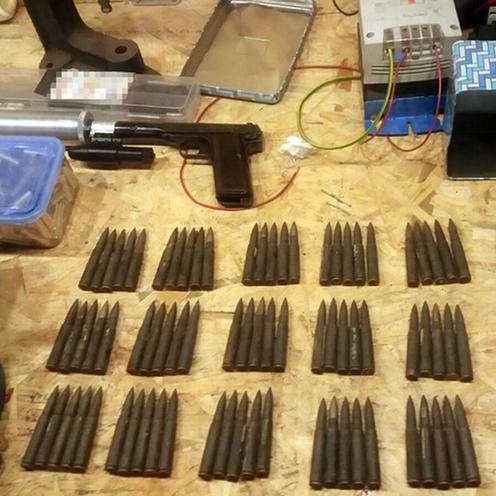 Zabezpieczono granaty, broń i amunicję