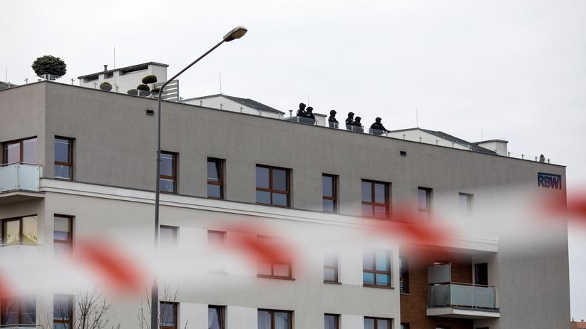 Policja zatrzymała mężczyznę, który zabarykadował się w mieszkaniu w Poznaniu
