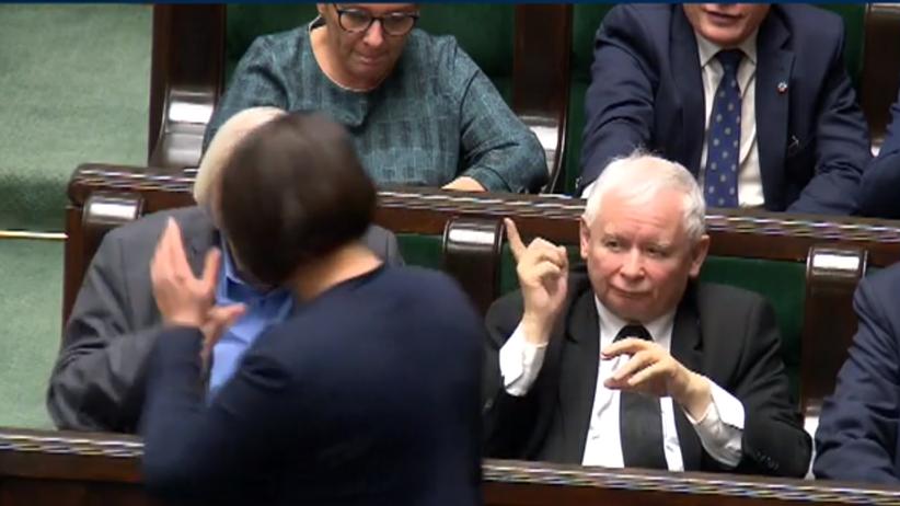 Polityka. Prezes PiS Jarosław Kaczyński groził palcem swojej posłance Annie Siarkowskiej