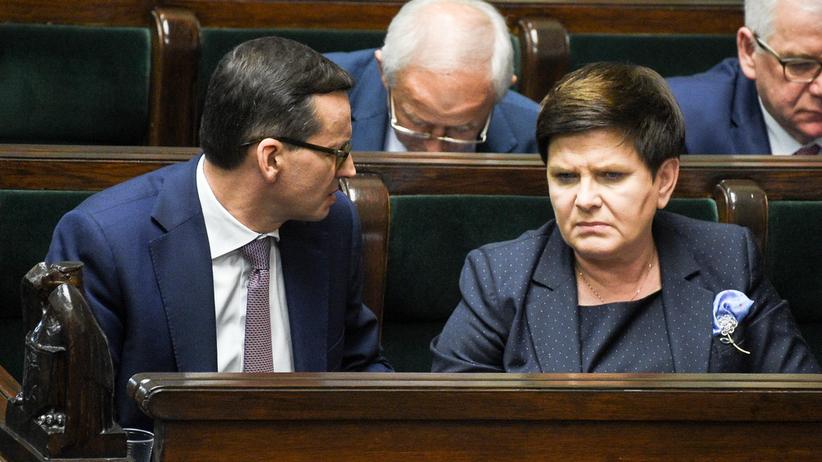 """Szydło apeluje do nauczycieli. To Morawiecki przerzucił na nią ten """"gorący kartofel""""?"""
