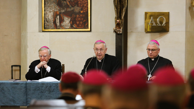 Polscy biskupi przeprosili za przypadki molestowania w Kościele