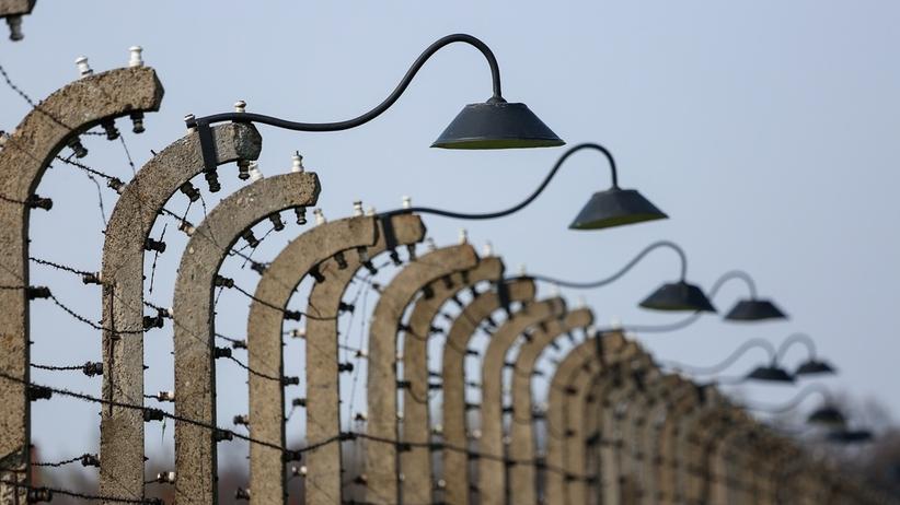 Pomnik ofiar podobozu Auschwitz przy skupie złomu. Będzie przeniesiony